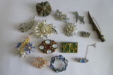 14 VINTAGE COSTUME JEWELLERY BROOCHES FOR REPAIRS OR SPARES