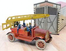 Distler 1614 Feuerwehrstation und Leiterwagen / Uhrwerkantrieb
