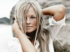 Emma Bunton UNSIGNED photo - D1712 - A member of the girl group the Spice Girls