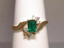 BEAUTIFUL 14K SOLID GOLD APPROX. 1/2 CTW BRILLIANT GREEN GARNET & DIAMOND RING!