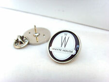 JAMES BOND 007 WHYTE HOUSE 'WILLARD WHYTE' LAPEL PIN BADGE TIE PIN GIFT