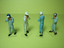 4  FIGURINES  1/43  SET 46  PILOTES  SIXTIES  METTANT CASQUE  VROOM  A  PEINDRE