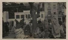 PHOTO ANCIENNE - VINTAGE SNAPSHOT - TANGER MAROC MARCHÉ POTERIE VENDEUR