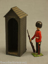 BRITAINS Ltd. SET #329 SENTRY BOX WITH SENTRY OF THE SCOTS GUARDS AT EASE