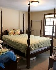 American Antique Mahogany Queen Four Poster Rice Bed w/ Urn Finials c. 1940