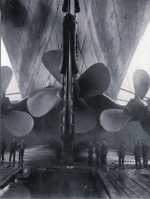 POST CARD OF A VINTAGE PHOTOGRAPH OF THE TITANIC'S PROPELLERS AND RUDDER