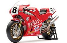 UNIVERSAL HOBBIES 4822 Honda RC30 model bike IOM TT winner FOGARTY 1990 1:12th