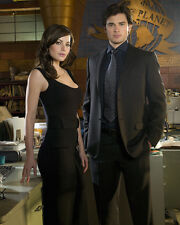 Tom Welling  & Erica Durance (43880) 8x10 Photo