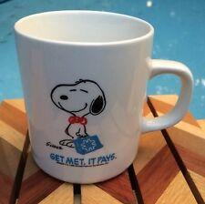 SNOOPY WITH BRIEFCASE METLIFE COFFEE MUG 12 oz. CUP PEANUTS Copyright 1958 UFS