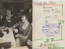 Shyrley Maclaine. Fotografía de la actriz en compañía de amigos  13 JUL 1962.