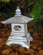 lanterne japonaise en pierre reconstituée ,maison pour oiseaux en hiver
