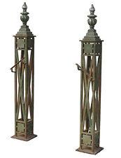 Paire de pied de rampe d'escalier XIXème en fer forgé et bronze