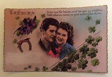 CPSM. 1950. Trésors. Couple Amoureux. Fond rose. Trèfles. Pensées. Coiffures.