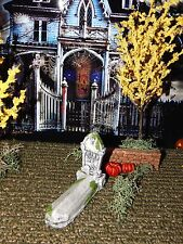 Halloween TOMBSTONE ~ Follow Me~ with Headstone, GOTHIC Style, Dept 56 Lemax