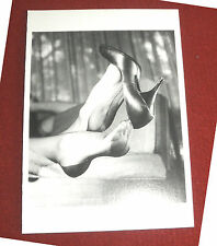 ELMER BATTERS Postkarte EROTIK Ak Fetisch feet Füße NYLONS stockings High Heels