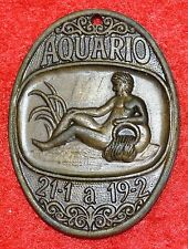 Bronze medal allusive to the sign Aquario.