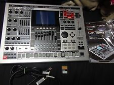 Roland MC-909 BEAUTIFUL SHAPE w/manual, cable, card mc909 sampler workstation