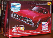 Lindberg 1967 Oldsmobile 442 Cutlass Supreme W30 package model kit 1/25