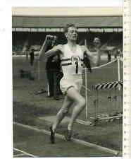 ORIGINAL PRESSEFOTO: Brian HEWSON wins 1955 GERMAN BRITISH ATHLETICS in LONDON