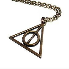 collier pendentif Harry Potter Triangle Relique de la Mort couleur bronze