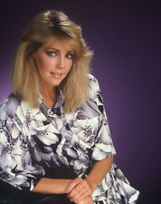 Heather Locklear UNSIGNED photo - H2857 - BEAUTIFUL!!!!!