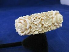 Lucite Bracelet w Molded/Carved Flowers (822)