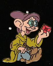 DISNEY 2002 DOPEY JEWEL EYES LOOKING At A GEM SNOW WHITE & THE 7 DWARFS PIN NOC