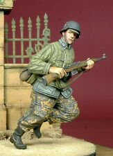1/35 Scale resin model kit Running WSS Grenadier in Telogreika WW2 German