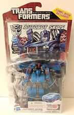 TRANSFORMERS AUTOBOT SKIDS ACTION FIGURE DELUXE CLASS IDW GENERATIONS 30 HASBRO