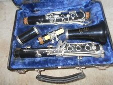 A BUNDY RESONITE CLARINET BY SELMER IN HARD CASE COMPLETE