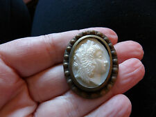 UNUSUAL FAUX PEARLISED CAMEO BROOCH WITH BRASS DETAILED RIM OVAL VINTAGE