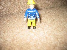 FIREMEN SAM 2009 GINGER HAIRED PLAY FIGURE SITS STAND ADD  OTHERS  PRETEND PLAY