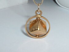VINTAGE 18K YELLOW GOLD MOVEABLE 3D DICE IN FRAME PENDANT CHARM