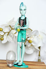 Monster High Puppe / Doll Gil Gillington Webber Skull Shores  incl Kette Ananas