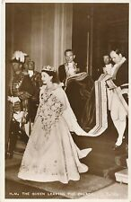 POSTCARD  ROYALTY  Queen  Elizabeth  II  leaving the Palace