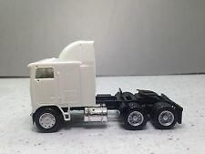 HO 1/87 Promotex/Herpa # 15248 Freightliner COE tandem tractor w/airfoil - White