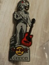 Hard Rock Cafe London 2006 (ON GUITAR) Lord Nelson Statue - with Guitar HRC Pin