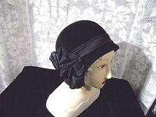 Vintage  Pierre Balmain Paris Womens Black Velvet Cloche Hat EXCELLENT