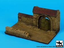 Black Dog 1/72 Wall Section with Gate Diorama Base No.2 (150mm x 90mm) D72027