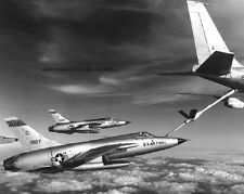 "Stratotanker refuels Republic F-105D Thunderchief 8""x 10"" Vietnam War Photo 198"