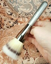 IT Cosmetics Airbrush Mega Blurring Powder Stippling Brush 126