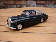 """MAKS (Hong Kong) No.2121 """"Royal Car"""" Rolls Royce with Queen Figure Global Ship"""