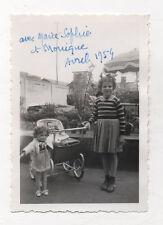 PHOTO ANCIENNE Snapshot Enfant Poupée Poupon Landeau Poussette Landeau 1954