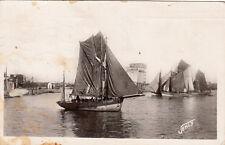 LES SABLES-D'OLONNE 417 départ des thonniers bateaux timbrée 1950