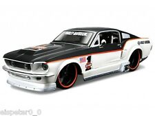 Harley Davidson, 1967 Ford Mustang GT nero opaco/bianco, Maisto 1:24, Nuovo, OVP