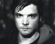 Andrew Lee Potts UNSIGNED photo - 6 - Primeval