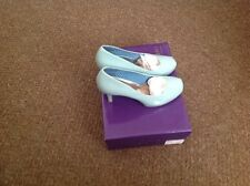 Steve Madden court shoes mint size 6
