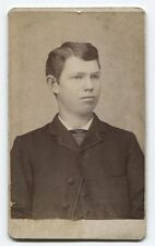 ANTIQUE CDV PORTRAIT YOUNG MAN IN SUIT. EMPORIA, KANSAS.