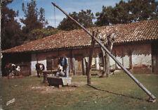 Alte Postkarte - Ein alter Brunnen in Landais