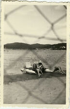 PHOTO ANCIENNE - VINTAGE SNAPSHOT - MER PÉDALO AGAY GRILLE - SEA PEDAL BOAT 1951